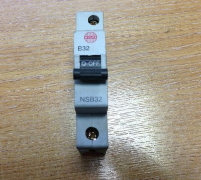 Wylex 32 Amp Circuit Breaker